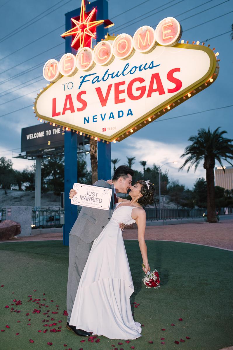 Las Vegas Sign Wedding19